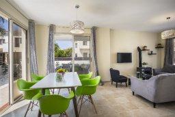 Гостиная. Кипр, Перволия : Уютная вилла с зеленым двориком недалеко от пляжа, 4 спальни, 3 ванные комнаты, барбекю, парковка, Wi-Fi