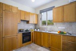 Кухня. Кипр, Перволия : Уютная вилла с зеленым двориком недалеко от пляжа, 4 спальни, 3 ванные комнаты, барбекю, парковка, Wi-Fi