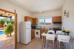 Кухня. Кипр, Ионион - Айя Текла : Прекрасная вилла с бассейном и двориком с барбекю, 2 спальни, 2 ванные комнаты, парковка, Wi-Fi