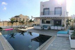 Фасад дома. Кипр, Каппарис : Современная вилла с бассейном и двориком с барбекю, 3 спальни, 3 ванные комнаты, патио, парковка, Wi-Fi