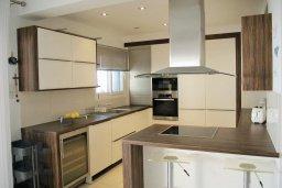 Кухня. Кипр, Каппарис : Современная вилла с бассейном и двориком с барбекю, 3 спальни, 3 ванные комнаты, патио, парковка, Wi-Fi