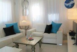 Гостиная. Кипр, Каппарис : Современная вилла с бассейном и двориком с барбекю, 3 спальни, 3 ванные комнаты, патио, парковка, Wi-Fi