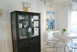 Обеденная зона. Кипр, Каппарис : Современная вилла с бассейном и двориком с барбекю, 3 спальни, 3 ванные комнаты, патио, парковка, Wi-Fi