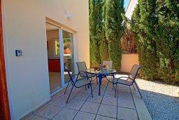 Терраса. Кипр, Корал Бэй : Прекрасная вилла с бассейном и зеленым двориком с барбекю, 3 спальни, 2 ванные комнаты, парковка, Wi-Fi