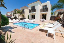 Фасад дома. Кипр, Каппарис : Уютная вилла с бассейном и двориком с барбекю, 3 спальни, 3 ванные комнаты, парковка, Wi-Fi