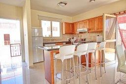Кухня. Кипр, Каппарис : Уютная вилла с бассейном и двориком с барбекю, 3 спальни, 3 ванные комнаты, парковка, Wi-Fi