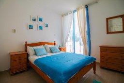 Спальня. Кипр, Пейя : Современный апартамент в комплексе с бассейном, с гостиной, отдельной спальней и террасой