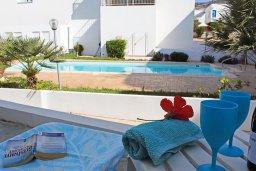 Терраса. Кипр, Пейя : Современный апартамент в комплексе с бассейном, с гостиной, отдельной спальней и террасой