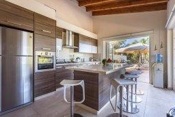 Кухня. Кипр, Фиг Три Бэй Протарас : Роскошная вилла с большим бассейном и двориком с барбекю, 6 спален, 4 ванные комнаты, парковка, Wi-Fi