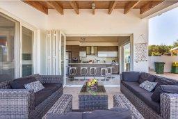 Патио. Кипр, Фиг Три Бэй Протарас : Роскошная вилла с большим бассейном и двориком с барбекю, 6 спален, 4 ванные комнаты, парковка, Wi-Fi