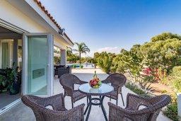 Обеденная зона. Кипр, Фиг Три Бэй Протарас : Роскошная вилла с большим бассейном и двориком с барбекю, 6 спален, 4 ванные комнаты, парковка, Wi-Fi