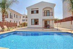 Фасад дома. Кипр, Каво Марис Протарас : Уютная вилла с бассейном недалеко от пляжа, 3 спальни, 2 ванные комнаты, парковка, Wi-Fi