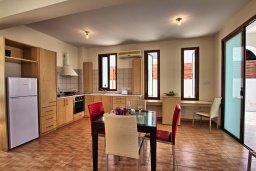 Кухня. Кипр, Каво Марис Протарас : Уютная вилла с бассейном недалеко от пляжа, 3 спальни, 2 ванные комнаты, парковка, Wi-Fi