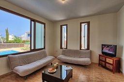 Гостиная. Кипр, Каво Марис Протарас : Уютная вилла с бассейном недалеко от пляжа, 3 спальни, 2 ванные комнаты, парковка, Wi-Fi