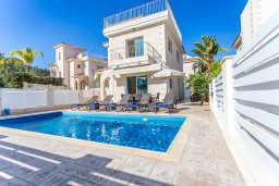Фасад дома. Кипр, Каво Марис Протарас : Роскошная вилла с бассейном и приватным двориком с барбекю, 4 спальни, 4 ванные комнаты, парковка, Wi-Fi
