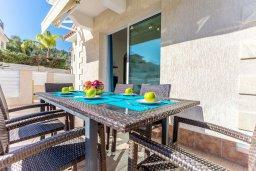 Обеденная зона. Кипр, Каво Марис Протарас : Роскошная вилла с бассейном и приватным двориком с барбекю, 4 спальни, 4 ванные комнаты, парковка, Wi-Fi