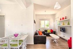 Гостиная. Кипр, Санрайз Протарас : Роскошная вилла с бассейном и большим двором с патио и барбекю, 3 спальни, 2 ванные комнаты, парковка, Wi-Fi