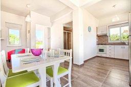 Кухня. Кипр, Санрайз Протарас : Роскошная вилла с бассейном и большим двором с патио и барбекю, 3 спальни, 2 ванные комнаты, парковка, Wi-Fi