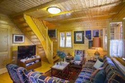 Гостиная. Кипр, Троодос : Двухэтажный деревянный коттедж с большой зеленой территорией, 3 спальни, барбекю, парковка, Wi-Fi