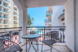 Балкон. Кипр, Гермасойя Лимассол : Апартамент в 100 метрах от моря в комплексе с бассейном, с гостиной, двумя спальнями и балконом с видом на море