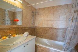 Ванная комната. Кипр, Каппарис : Роскошный апартамент с 2-мя спальнями, с бассейном и приватным двориком с патио