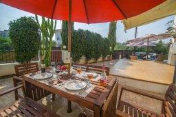 Обеденная зона. Кипр, Каппарис : Роскошный апартамент с 2-мя спальнями, с бассейном и приватным двориком с патио