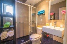 Ванная комната. Кипр, Сиренс Бич - Айя Текла : Прекрасный апартамент с гостиной, отдельной спальней и террасой