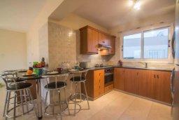 Кухня. Кипр, Каппарис : Прекрасный апартамент в комплексе с бассейном, с гостиной, двумя спальнями и большой террасой