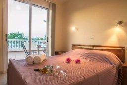 Спальня. Кипр, Каппарис : Прекрасный апартамент в комплексе с бассейном, с гостиной, двумя спальнями и большой террасой