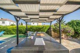 Обеденная зона. Кипр, Сиренс Бич - Айя Текла : Роскошная вилла с бассейном и большим двором с барбекю, 3 спальни, 2 ванные комнаты, парковка, Wi-Fi