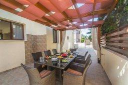Обеденная зона. Кипр, Пернера Тринити : Роскошная вилла с бассейном и двориком с барбекю, 3 спальни, 2 ванные комнаты, парковка, Wi-Fi