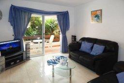 Гостиная. Кипр, Центр Айя Напы : Потрясающий современный апартамент в центре Ай-Напы, с гостиной, двумя спальнями и балконом