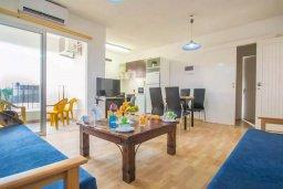 Гостиная. Кипр, Центр Айя Напы : Уютный апартамент в центре Айя Напы, с гостиной, отдельной спальней и балконом