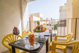 Балкон. Кипр, Центр Айя Напы : Уютный апартамент в центре Айя Напы, с гостиной, отдельной спальней и балконом