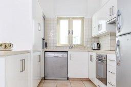 Кухня. Кипр, Фиг Три Бэй Протарас : Шикарная вилла с бассейном в 100 метрах от пляжа Фиг Три Бей, 3 спальни, 2 ванные комнаты, барбекю, парковка, Wi-Fi