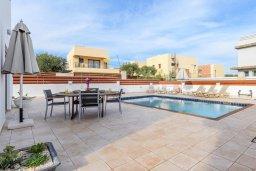 Бассейн. Кипр, Фиг Три Бэй Протарас : Шикарная вилла с бассейном в 100 метрах от пляжа Фиг Три Бей, 3 спальни, 2 ванные комнаты, барбекю, парковка, Wi-Fi