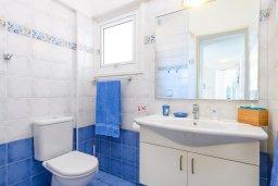 Ванная комната. Кипр, Каво Марис Протарас : Уютная вилла с бассейном и двориком с барбекю, 3 спальни, 2 ванные комнаты, парковка, Wi-Fi