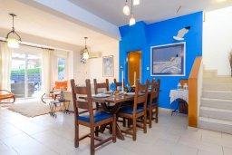 Обеденная зона. Кипр, Каво Марис Протарас : Уютная вилла с бассейном и двориком с барбекю, 3 спальни, 2 ванные комнаты, парковка, Wi-Fi