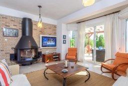 Гостиная. Кипр, Каво Марис Протарас : Уютная вилла с бассейном и двориком с барбекю, 3 спальни, 2 ванные комнаты, парковка, Wi-Fi
