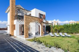 Фасад дома. Кипр, Ионион - Айя Текла : Современная вилла 3-мя спальнями, с зелёным двориком и барбекю, расположена в комплексе с бассейном и детской площадкой