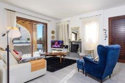 Гостиная. Кипр, Ионион - Айя Текла : Современная вилла 3-мя спальнями, с зелёным двориком и барбекю, расположена в комплексе с бассейном и детской площадкой