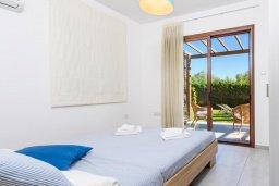 Спальня. Кипр, Ионион - Айя Текла : Современная вилла 3-мя спальнями, с зелёным двориком и барбекю, расположена в комплексе с бассейном и детской площадкой