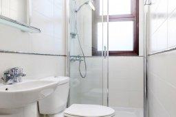 Ванная комната. Кипр, Ионион - Айя Текла : Современная вилла 3-мя спальнями, с зелёным двориком и барбекю, расположена в комплексе с бассейном и детской площадкой