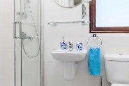 Ванная комната 2. Кипр, Ионион - Айя Текла : Современная вилла 3-мя спальнями, с зелёным двориком и барбекю, расположена в комплексе с бассейном и детской площадкой