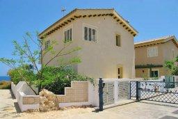 Фасад дома. Кипр, Коннос Бэй : Великолепная вилла с панорамным видом на Средиземное море, с 4-мя спальнями, с бассейном и террасой с патио