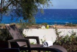 Вид на море. Кипр, Коннос Бэй : Великолепная вилла с панорамным видом на Средиземное море, с 4-мя спальнями, с бассейном и террасой с патио