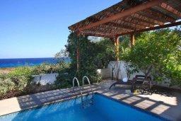 Бассейн. Кипр, Коннос Бэй : Великолепная вилла с панорамным видом на Средиземное море, с 4-мя спальнями, с бассейном и террасой с патио