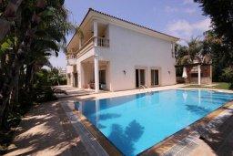 Фасад дома. Кипр, Пареклисия : Современная вилла с большим бассейном и зеленым двориком с барбекю, 4 спальни, 4 ванные комнаты, парковка, Wi-Fi