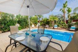 Обеденная зона. Кипр, Пернера Тринити : Великолепная вилла с бассейном и двориком с барбекю, 2 спальни, 2 ванные комнаты, парковка, Wi-Fi