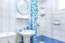 Ванная комната 2. Кипр, Каво Марис Протарас : Уютная вилла с бассейном и зеленым двориком с патио и барбекю, 3 спальни, 4 ванными комнатами, парковка, Wi-Fi